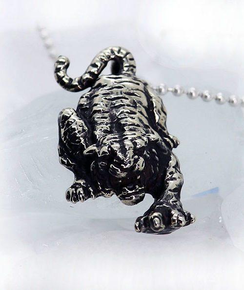 Attacking Tiger pendant